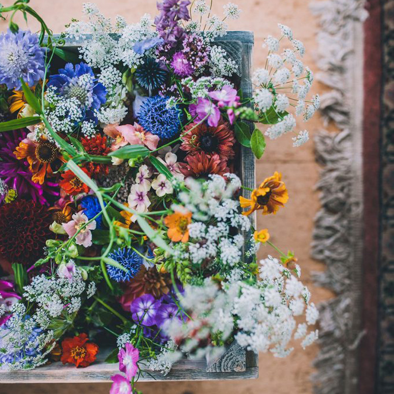 wedding photographer bright bouquet