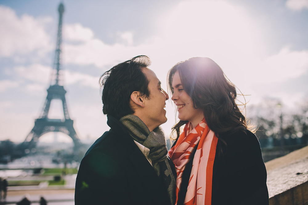 engagement shoot in front of eiffel tower