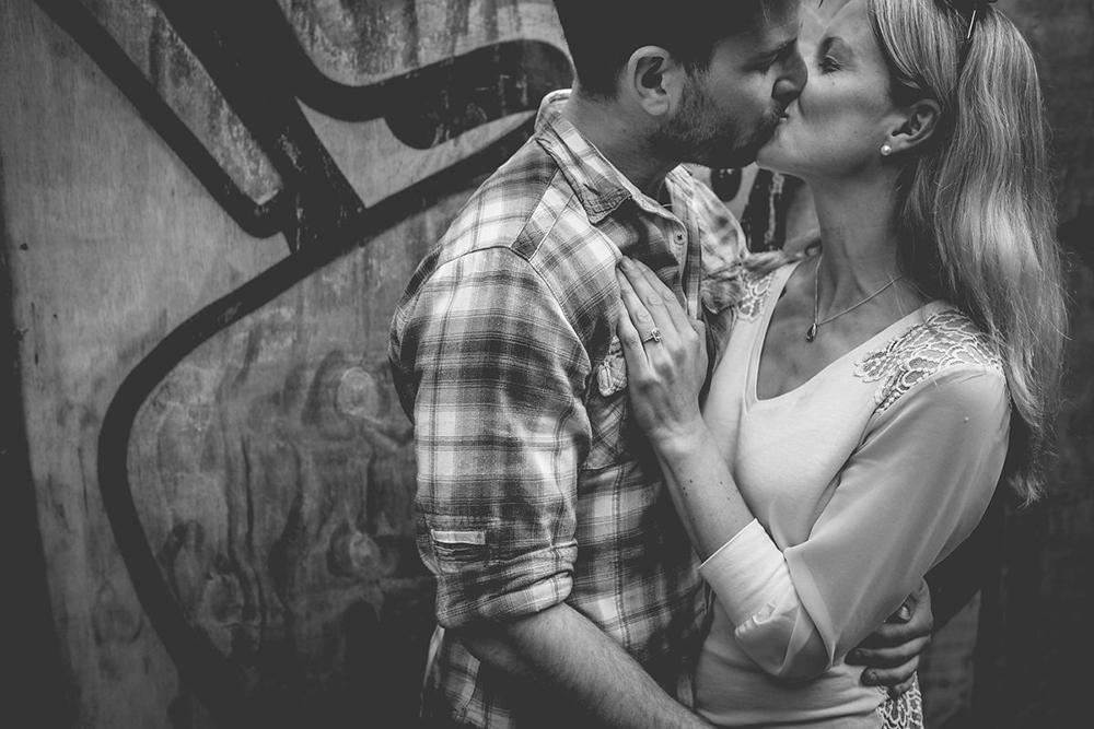 engagement shoot couple kissing