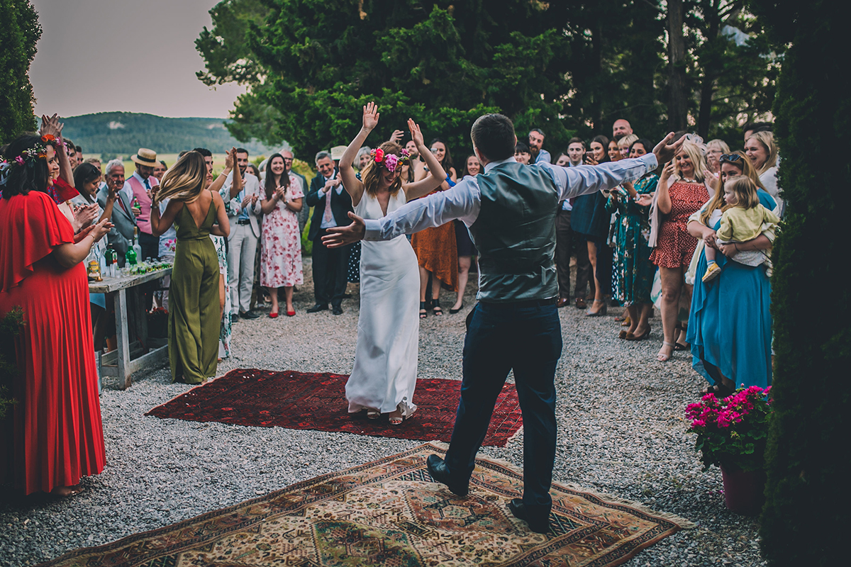 couple dancing wedding photography