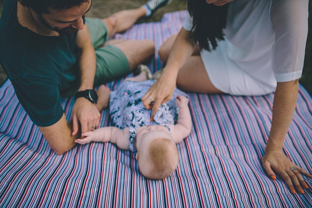 family photoshoot on picnic blanket